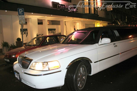 Lincoln Town Car Stretch Limousine