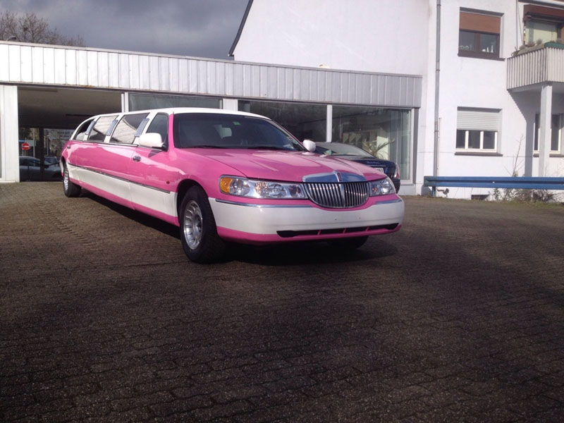 lincoln town car stretch limousine in pink mieten. Black Bedroom Furniture Sets. Home Design Ideas