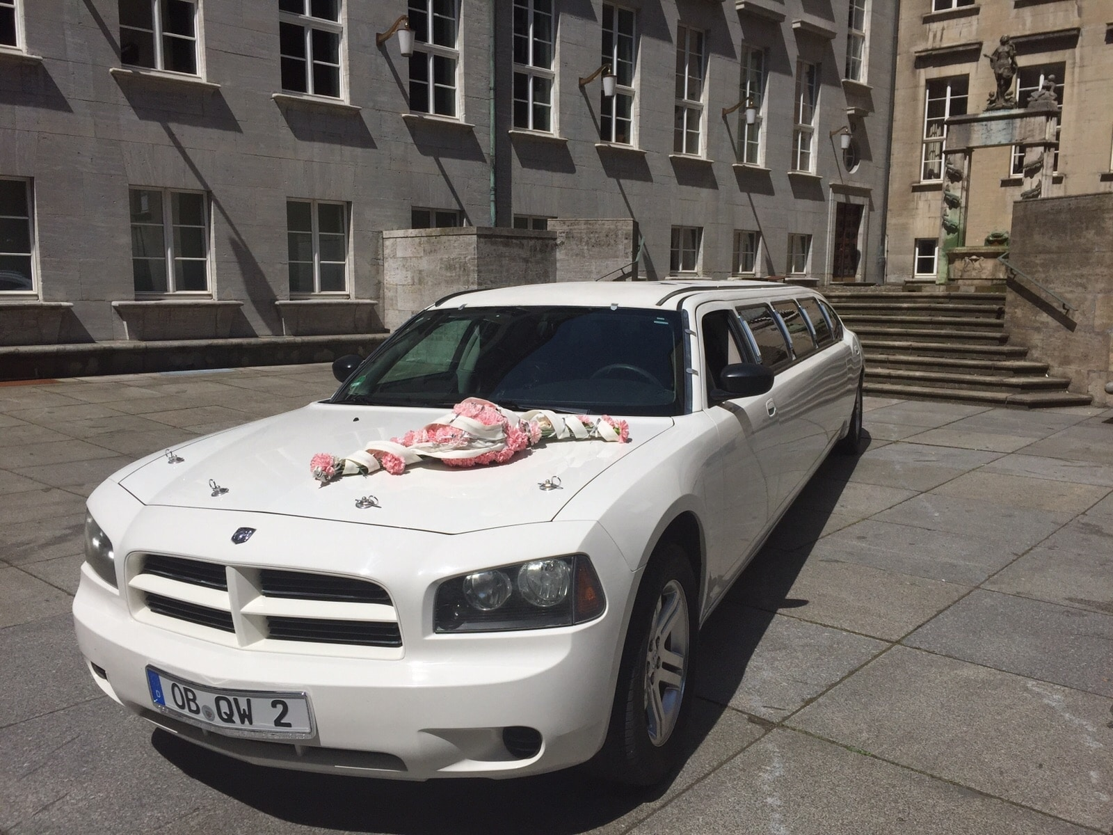 Dodge Charger-Stretch weiss mieten bei Florida Exclusiv Car in Oberhausen