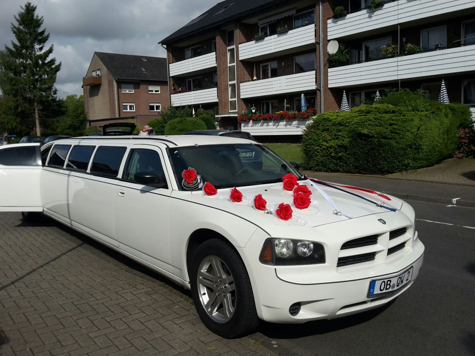 Dodge Charger weiss mieten - Stretchlimo in Oberhausen